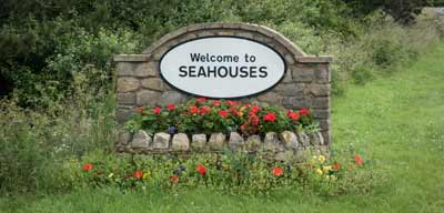 Welcome to Seahouses sign